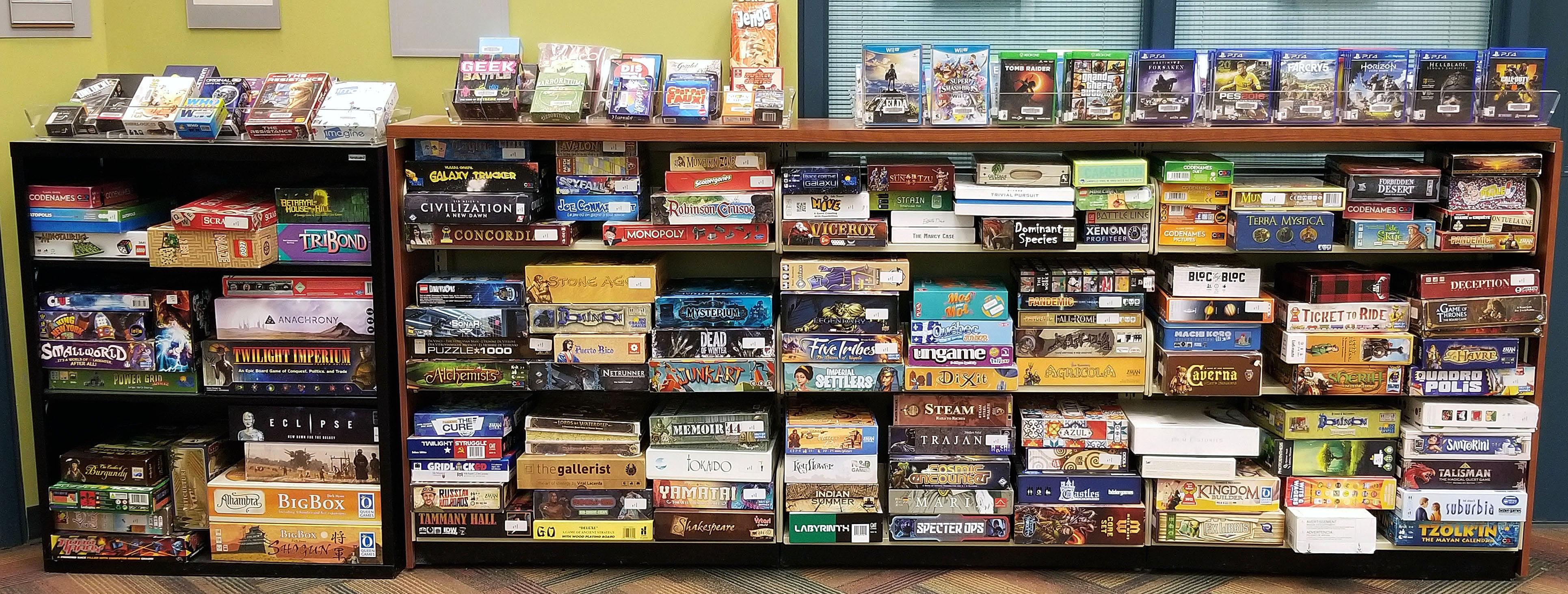 La collection de jeux vidéo et de jeux de société de la bibliothèque.