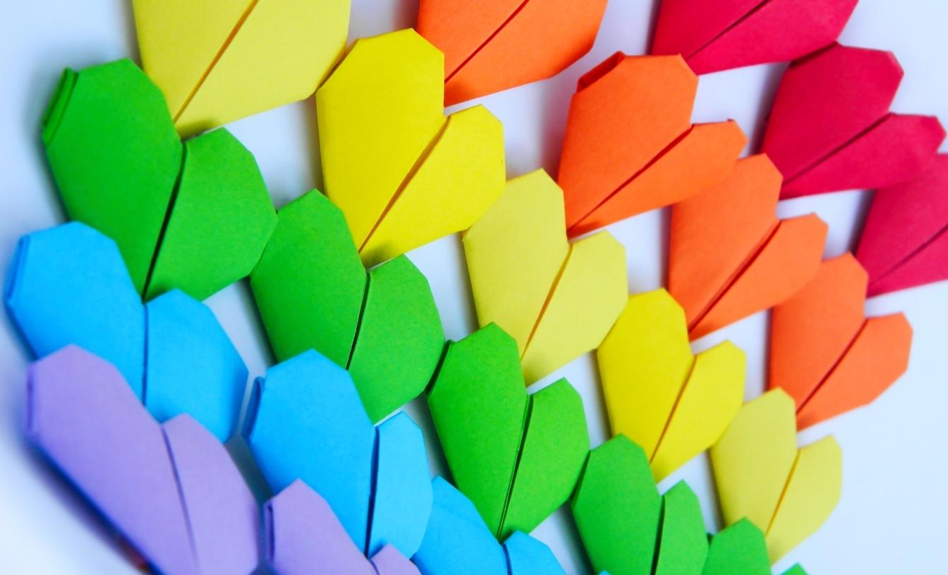 Cœurs aux couleurs de l'arc-en-ciel
