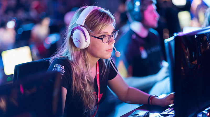 Stéphanie Harvey sits looking intently a computer screen during an e-sport competition.